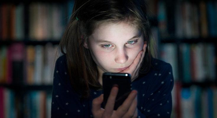 El ciberacoso también es una situación que podemos denunciar en el teléfono contra el acoso escolar