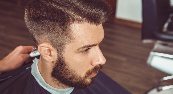 Cortarnos el pelo con frecuencia sanea el pelo y previene la caída