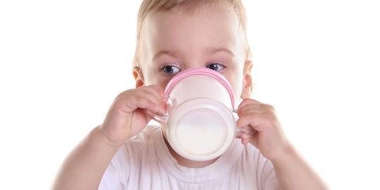 La leche de vaca puede provocar alergia en los niños