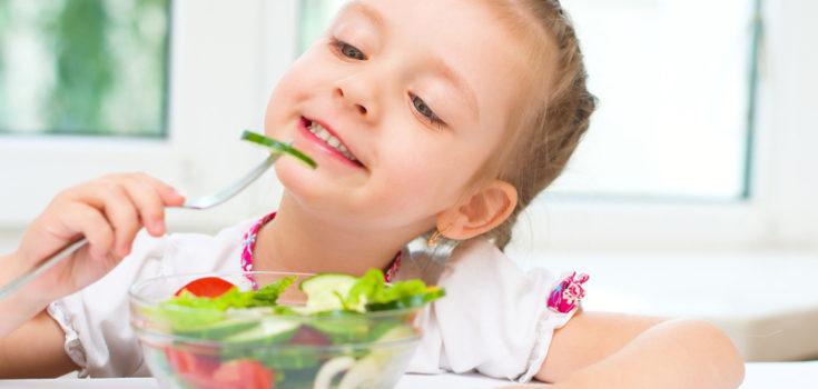 Debemos dar ejemplo a los niños a la hora de comer