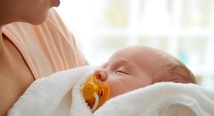 Algunos guardan recuerdos del hospital, otros la priemra ropita del bebé