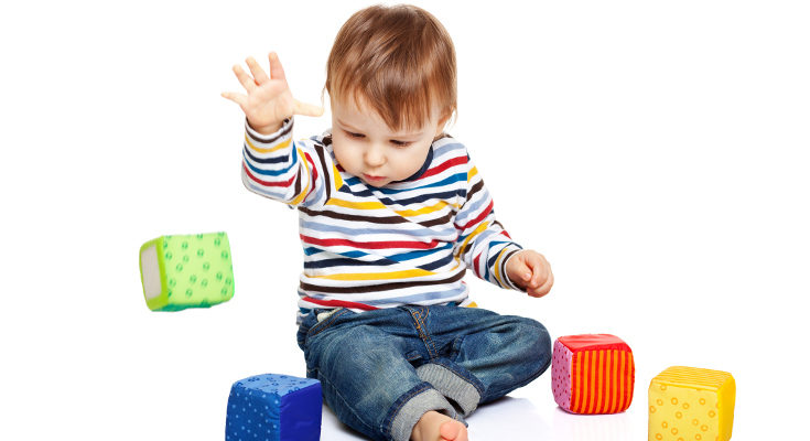 Opta por juguetes que puedan coger fácilmente, también morder y tirar