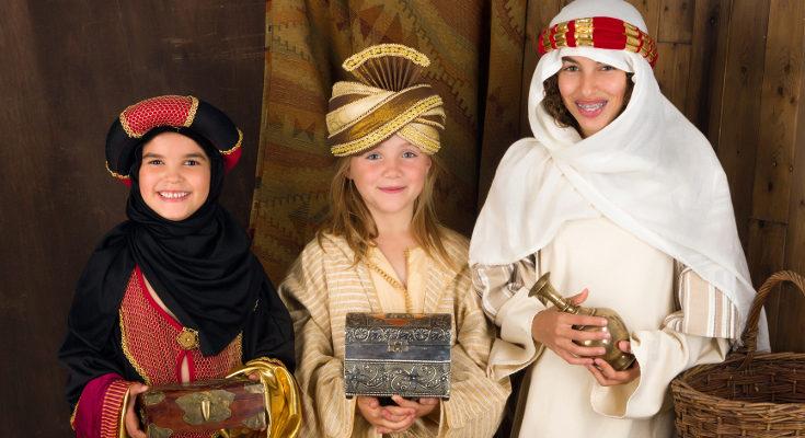 Si ya tiene una edad de 8 ó 9 años, podéis decirles la verdad sobre los Reyes Magos y Papá Noel