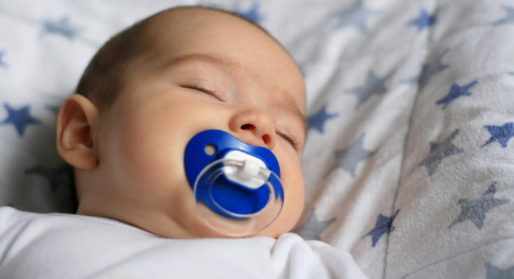 Deberemos observar al bebé y ver si tiene cólicos con frecuencia