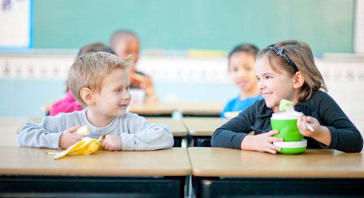 El potasio del plátano ayuda a favorecer el crecimiento de los niños