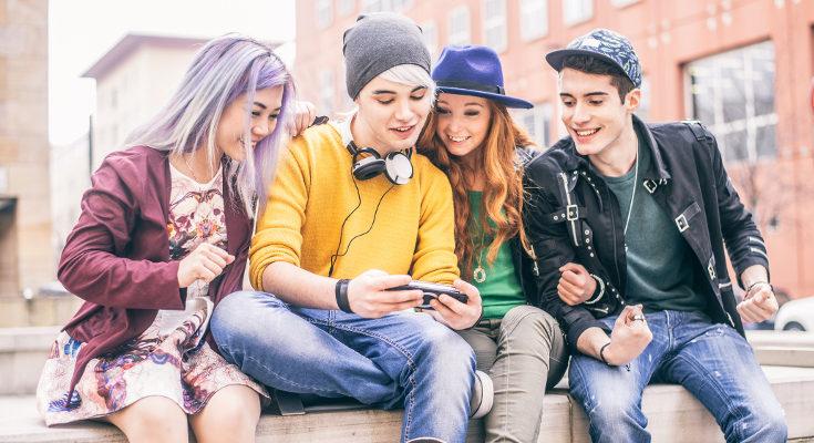 Que un adolescente quiera estar con sus amigos es bueno para su desarrollo, no lo intentes frenar