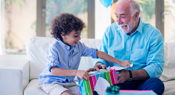 Darles regalos a los niños nos provoca tanta ilusión como a ellos