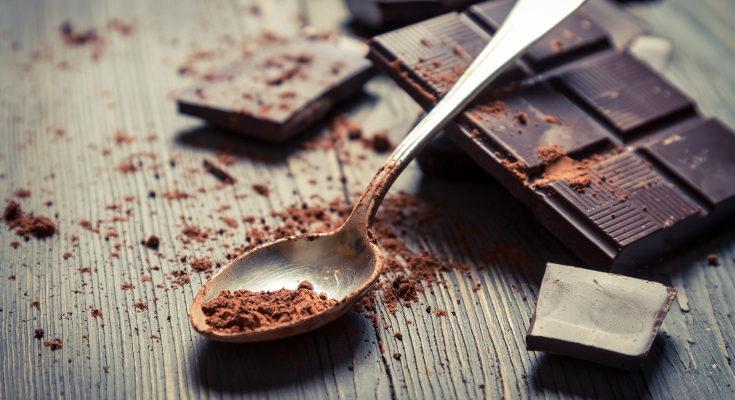 El cacao puro es muy amargo, por eso se endulza con mantequilla y azúcar