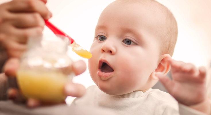 Si la anemia es debida a la alimentación, deberemos reforzar su dieta si ya toma papillas o alimentos sólidos