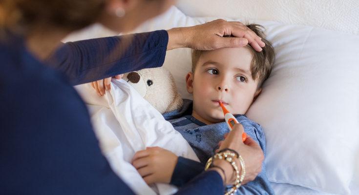 Si al niño le duele mucho el oído, el pediatra recetará analgésicos, que también ayudarán a bajar la fiebre