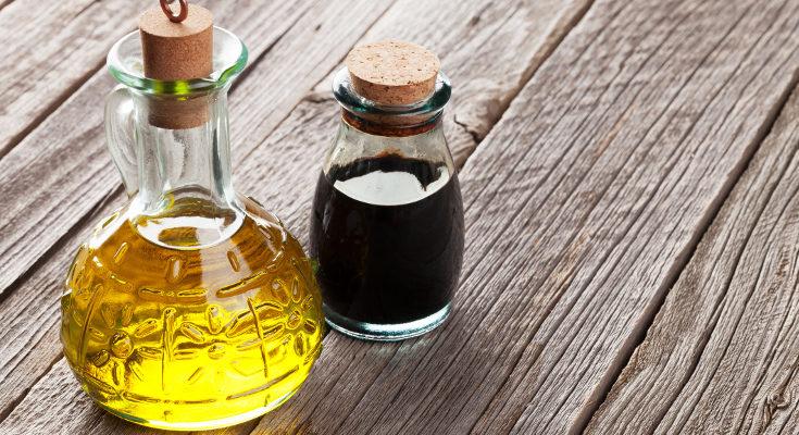 El vinagre y el aceite de oliva ayudarán a que se desprendan los piojos y las liendres