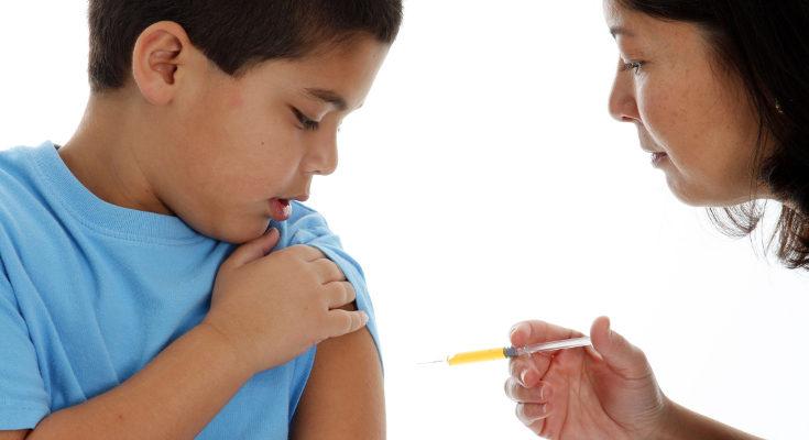 La poliomielitis se puede prevenir con una vacuna, es importante que los niños la tengan