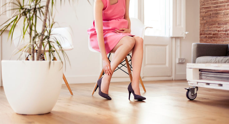 La retención de líquidos nos causa molestias, como hinchazón y dolor de piernas