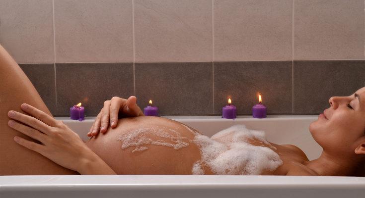 Un baño relajante nos ayudará a combatir la retención de líquidos
