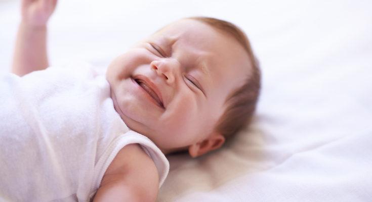 Evita que el bebé se duerma con el biberón en la boca para prevenir las caries