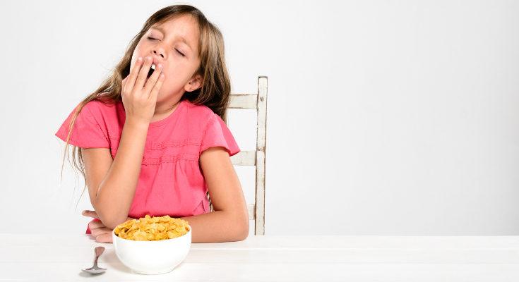 La falta de apetito es uno de los síntomas de la falta de sueño en niños