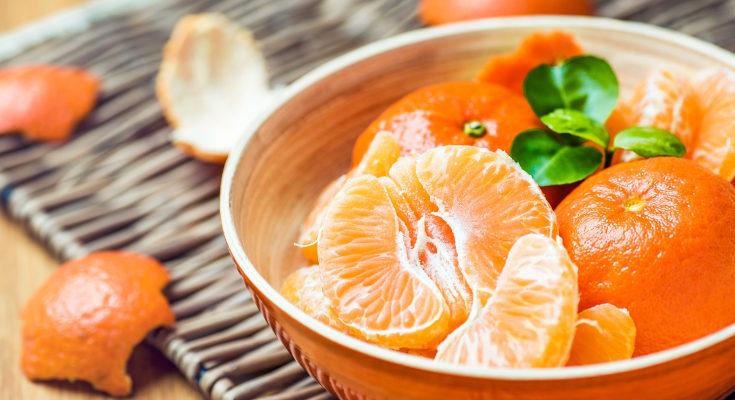La fibra soluble la podemos encontrar en alimentos como las frutas cítricas