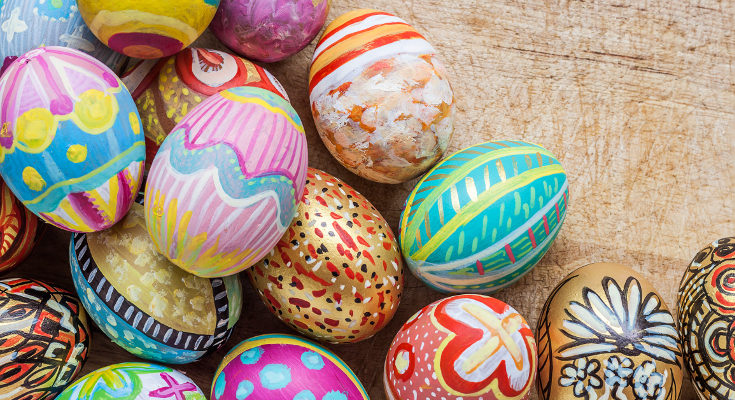 Existen miles de diseños con los que hacer unos huevos de Pascua perfectos