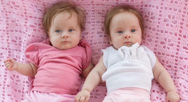 Elegir nombres para gemelas o mellizas implica bucar el perfecto equilibrio