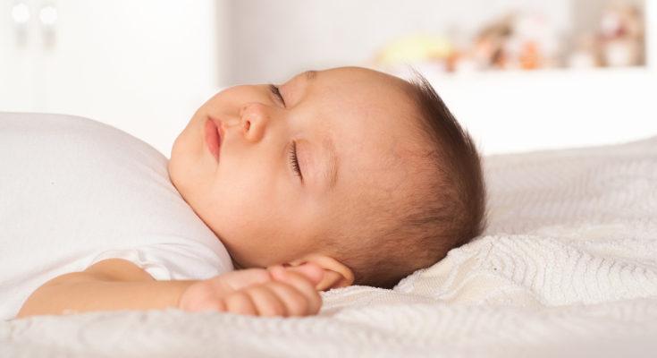 Un bebé de 3 meses duerme entre 14 y 16 horas diarias