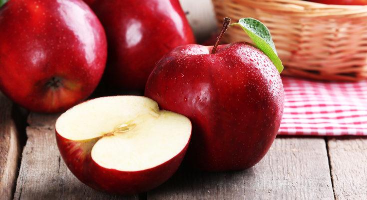 En niños pequeños es mejor empezar con manzanas rojas, que son menos ácidas