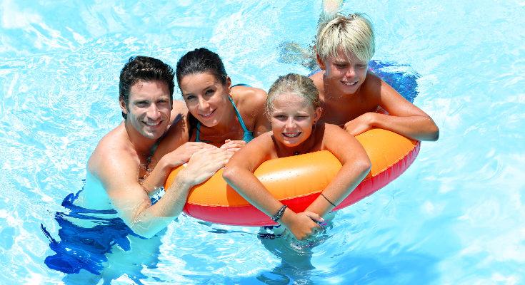 Supervisando la actividad de nuestros hijos en la piscina, podremos avitar accidentes