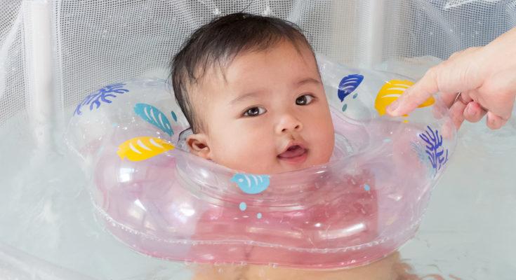 Los flotadores para el cuello se pusieron de moda a raíz de un tipo especial de spa para bebés