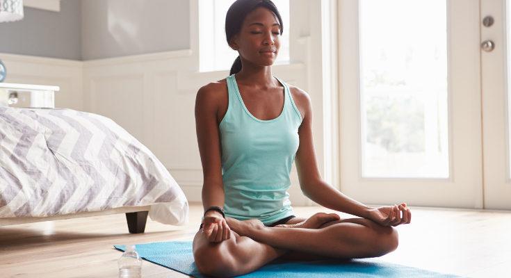 El yoga nos pone en forma a la vez que nos ayuda a relajarnos en esta nueva etapa