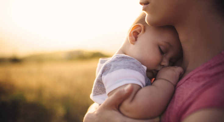 El bebé de 6 a 9 meses pasará más tiempo despierto durante el día