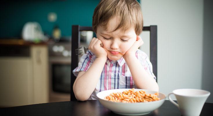 Notaremos que el niño con cetosis tiene menos apetito