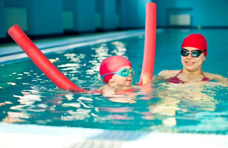 Los bebés tienen el reflejo de nadar, pero no lo matienen después