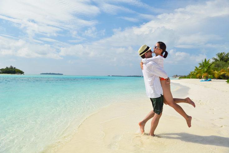 No sientas remordimiento por viajar en pareja, no sólo somos padres y madres