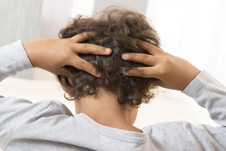 Cuando hay piojos, además del pelo, es importante desinfectar toda la ropa