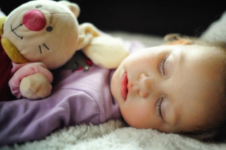 Para que tu bebé duerma bien es muy importante que tenga unas rutinas