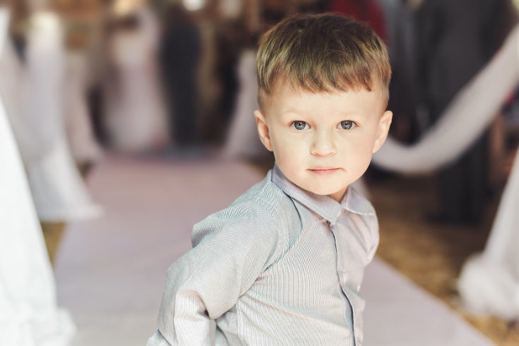 Los niños pueden ir con un estilo formal, como esmoquin y pajarita