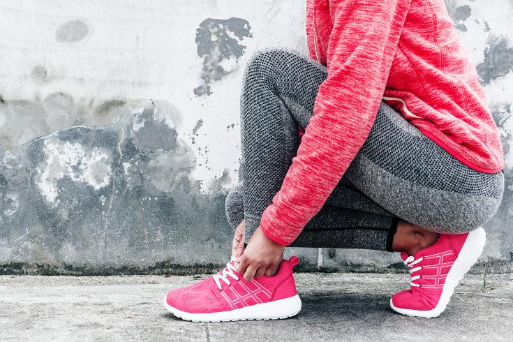 Escoged unas zapatillas de deporte que se adapten bien al ejercicio que vaya a realizar