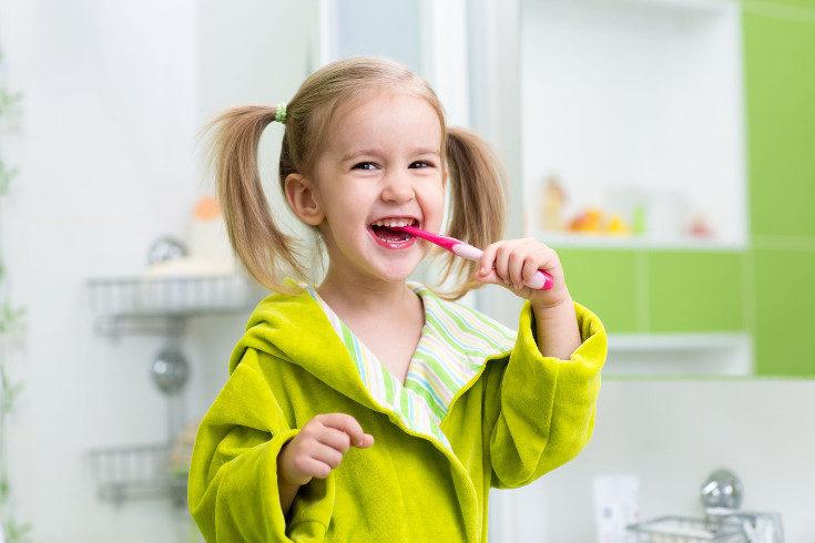 Enseña a tus hijos a mantener una correcta higiene bucal lavándose los dientes siempre que coman