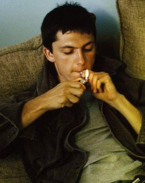 Hijo fumando