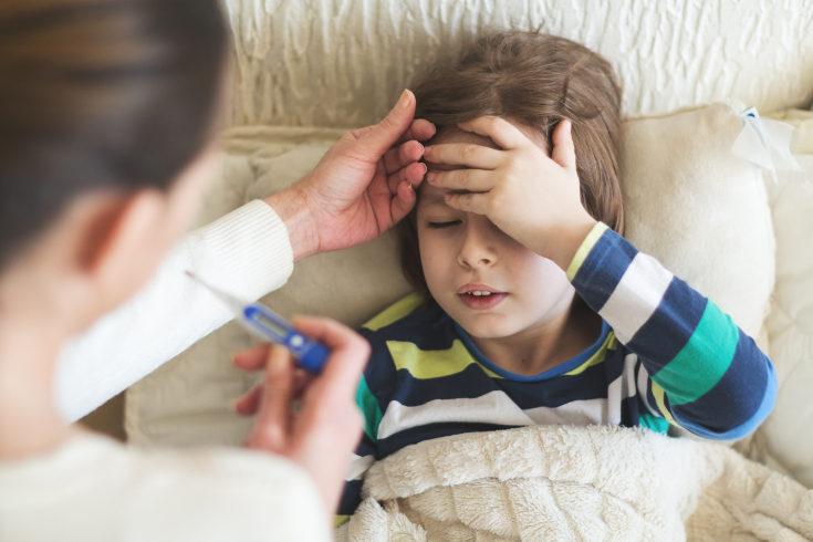 La fiebre es uno de los síntomas comunes en la amigdalitis