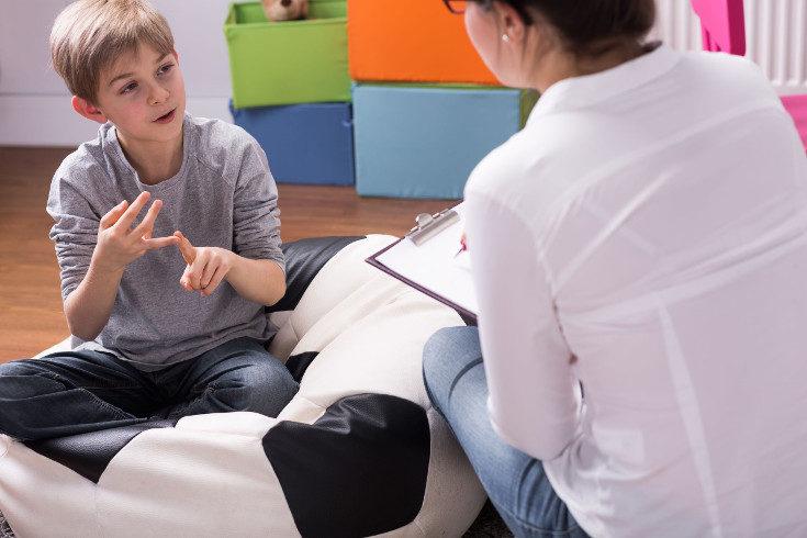 Llevar a tu hijo al psicólogo es precisamente la forma de ayudarle y no debemos sentirnos mal