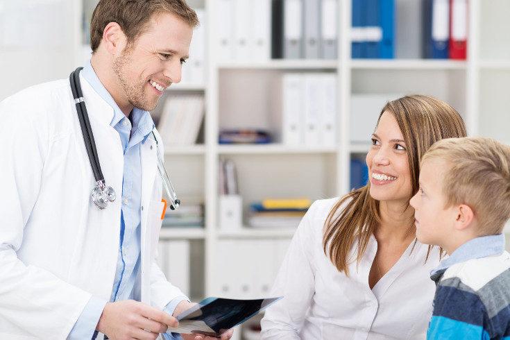 La fimosis puede tratarse con una pomada o por cirugía