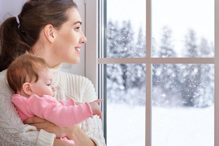 El bebé tiene la misma sensación térmica que los demás, pero necesitará una prenda más que tú