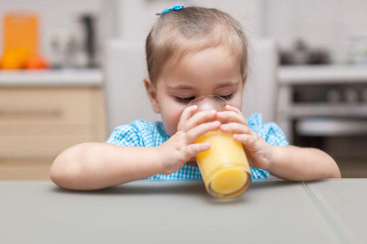 Uno de los alimentos recomendados para la cetosis infantil son los zumos con alto contenido de azúcar