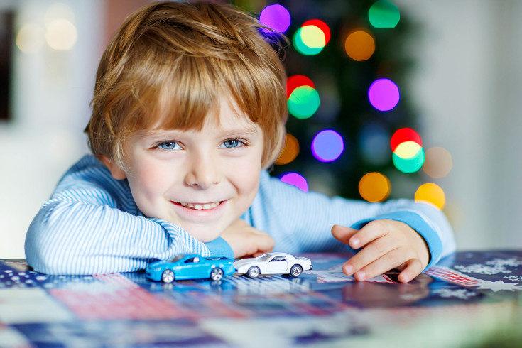 A veces nos sorprende cómo los niños eligen los regalos más pequeños o baratos en vez de los que parecen mejores