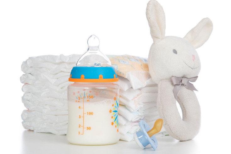 No te olvides de meter pañales para el bebé y productos de higiene y ropa para ti