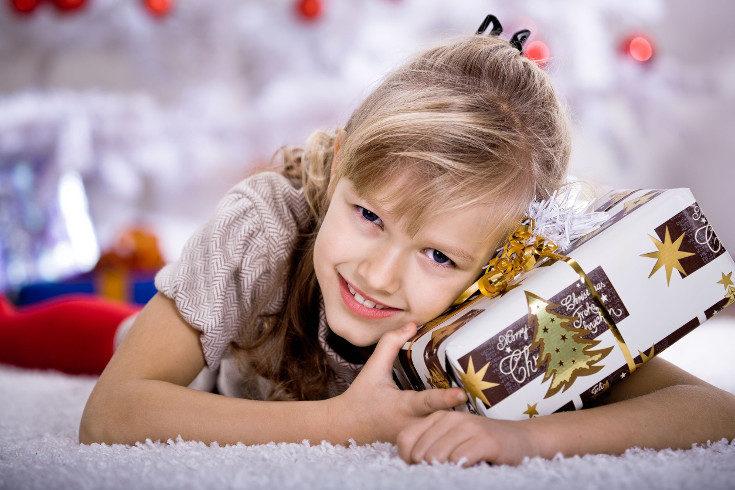 Un libro es un gran regalo para los niños, aunque sea más de actividades que de leer