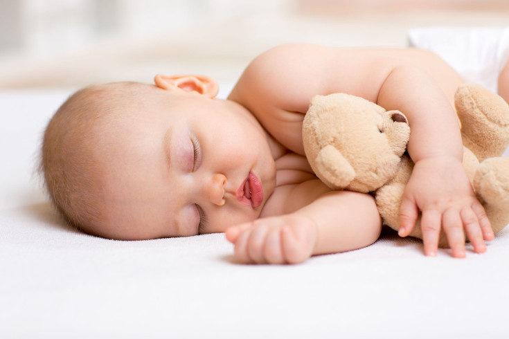 A veces el bebé duerme con la boca abeirta por la postura que tiene