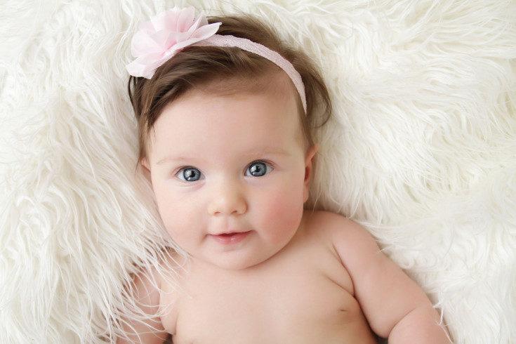 Es normal que los genitales del bebé se manchen con las heces