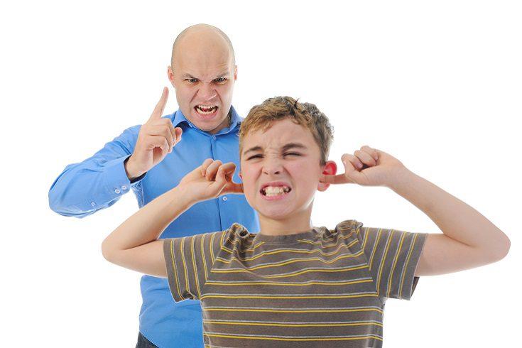Hazle saber a tu hijo que no aceptarás el grito de ninguna manera