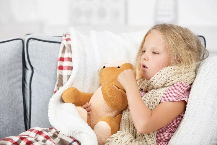 A los niños cuando les duele la garganta se pueden sentir muy molestos e irritados